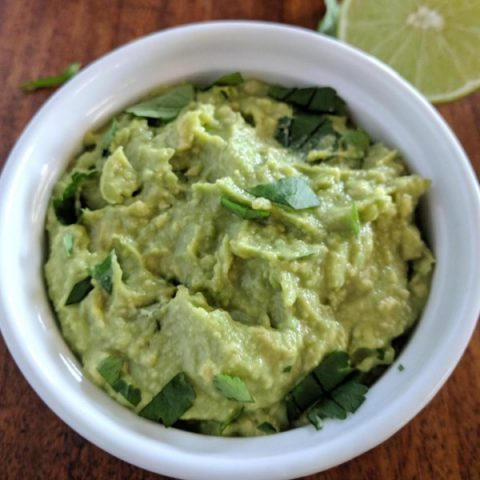 How to Make Perfect Guacamole and Keep it Green