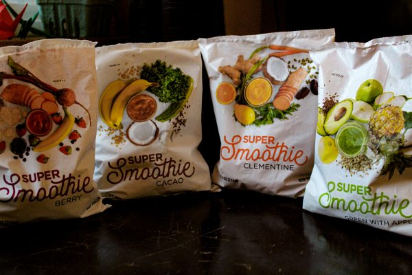 Four smoothie flavor pouches