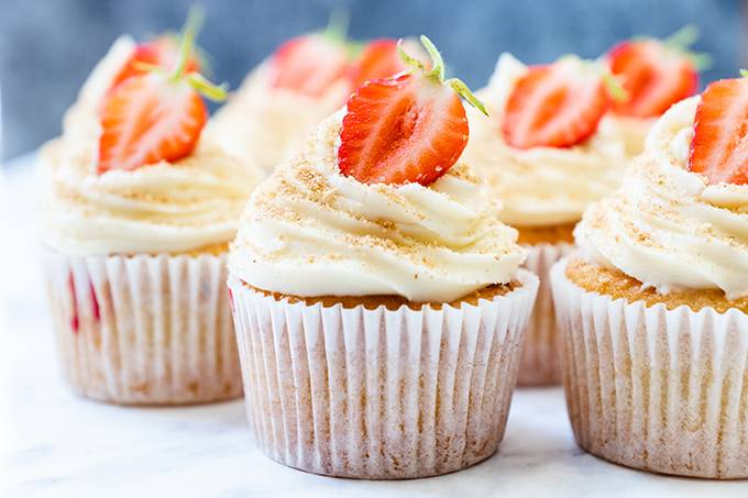 Cupcakes with strawberry toppings