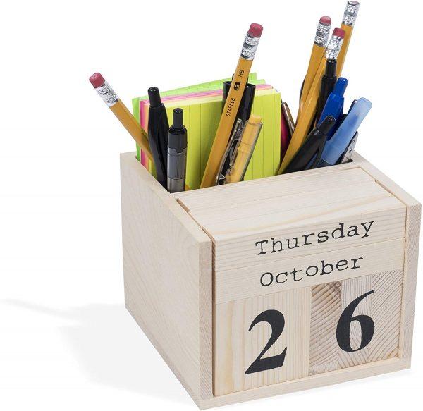 Desktop wooden calendar